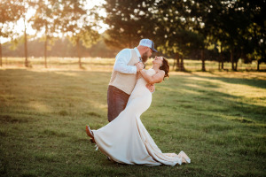 Outdoor-Bride-and-groom-sunset