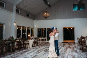 Venue-last-dance-Bride-and-groom